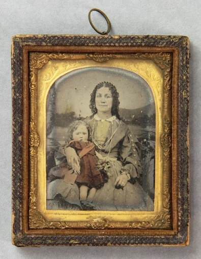 D5957 I4 F unidentified woman and child
